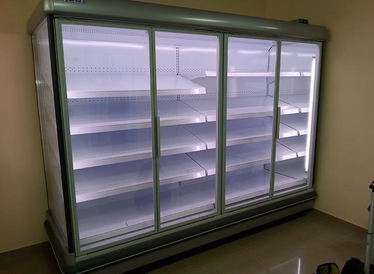 Instalación de Climaestrat de expositor frigorífico mural en supermercado de Benicarló.